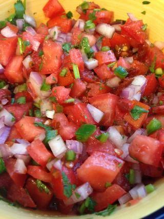 Añadir la cebolla a la salsa, revuelva para arriba y disfrutar !! SUGERENCIA: permitir que la salsa para sentarse durante 30 minutos a una hora antes de servir para que los sabores se desarrollan