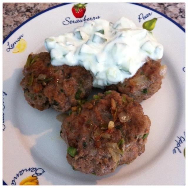 Servir con koftes turcos (mi otro guía!) O cualquier platos de carne o pan: d!