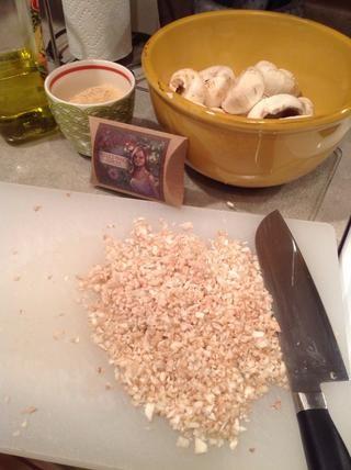 Picar el hongo tallos.