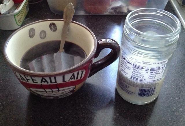 Tomar la leche del microondas y esperar 10 segundos ... erh ... porque es muy picante