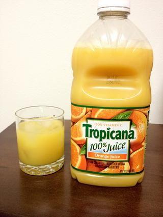 Añadir 1 1/2 onzas de jugo de naranja.