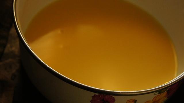 se ve así ... pasta espesa de leche 50 ml y 20 gramos de polvo de las natillas.