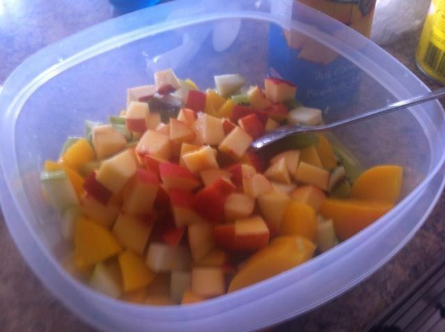 Añadir nectarinas en cubitos.