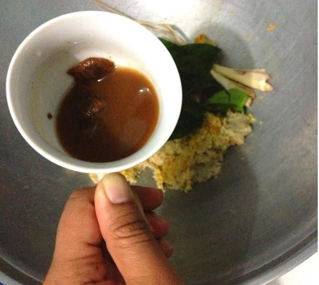 Añadir en el agua de tamarindo. No incluya el tamarindo
