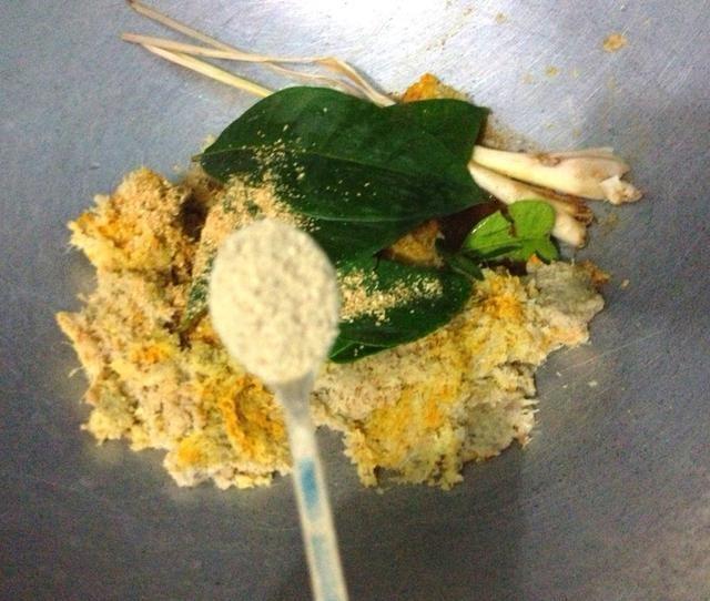 Añadir en 1/2 cucharadita de pimienta blanca molida