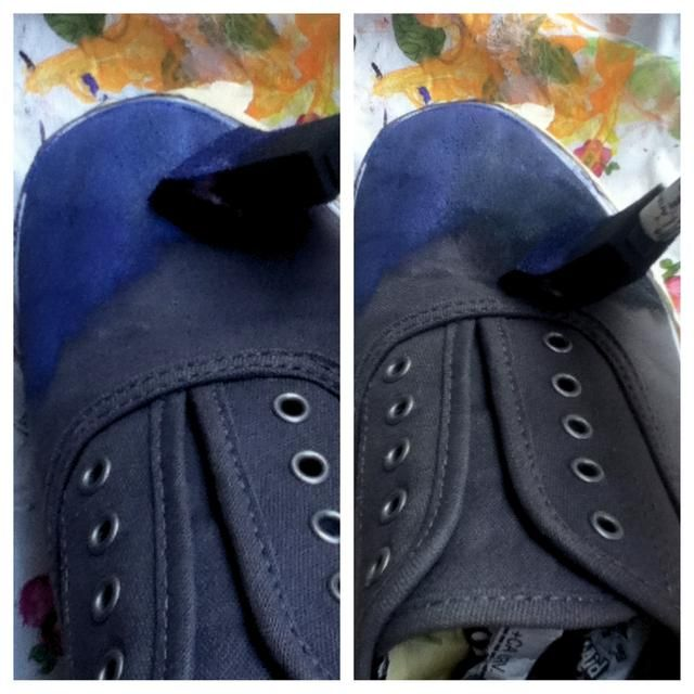 Empieza por pintar un poco de su primer color en su zapato. Entonces empezar a añadir otro color a su alrededor. Solía púrpura y negro. Esto le da un efecto de nubes galaxia!