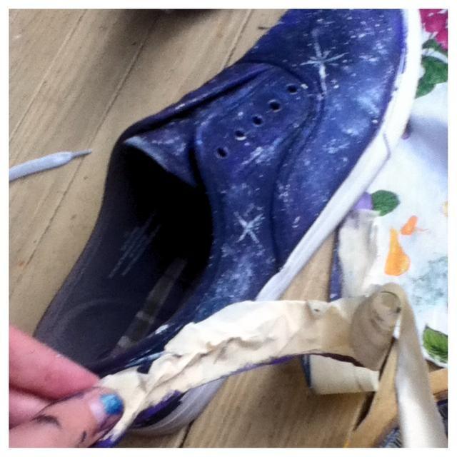Despegar la cinta y encaje hasta su zapato!