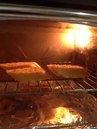 Tostar en 180 ° C durante unos 5 minutos o hasta que estén doradas.