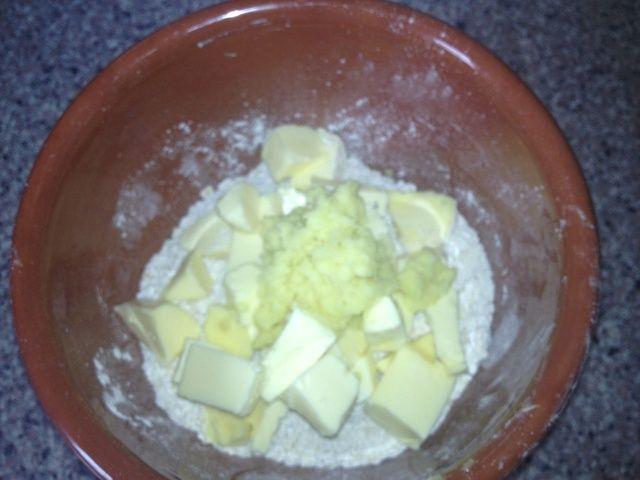 Añadir el jengibre jugar a los bolos. Prueba también con 2 cucharaditas de canela en vez de jengibre, o 2 cucharaditas de polvo de los Cocos