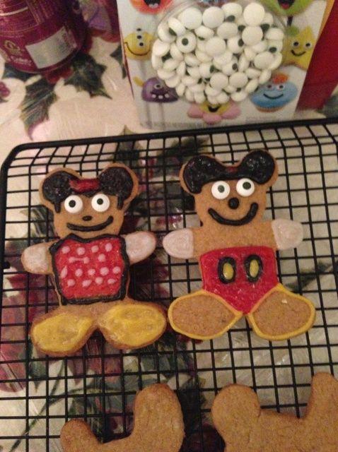 Cómo hacer pan de jengibre de Mickey y Minnie Receta de las galletas