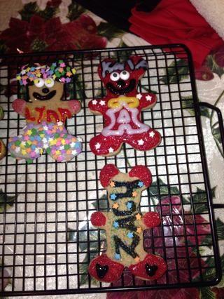 Top: marido me hizo una Bottom cookies Ángel: Yo le hice un nombre de galletas :)