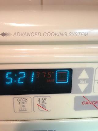 Precaliente el horno a 375 grados.