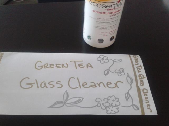 Mientras tanto usted puede crear una etiqueta doblando papel para el tamaño de acuerdo a su botella y ser creativo.