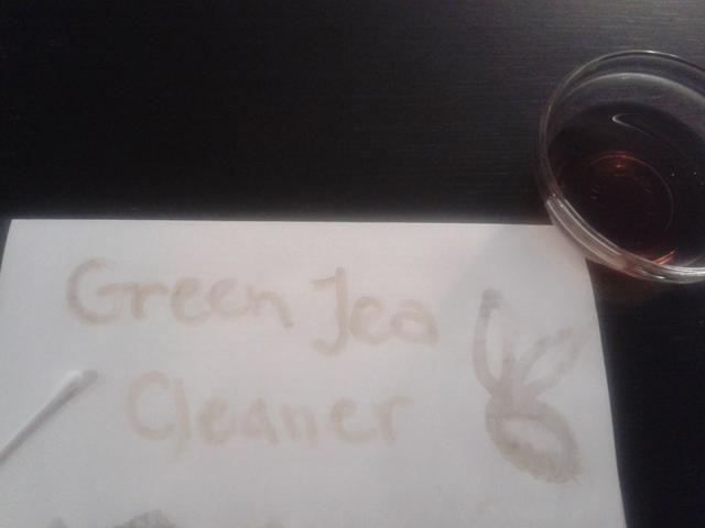 Tienes ganas de ir más allá? Use un poco de su mezcla de té para hacer la etiqueta. Si no't have a paint brush, dipping a Q-tip in tea and applying it to your paper works perfectly!