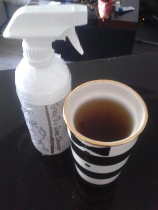 Una vez que se cierra la etiqueta. Añade tu bien llena y se enfría el té a la botella. Top mezcla con 1/8 taza de vinagre.