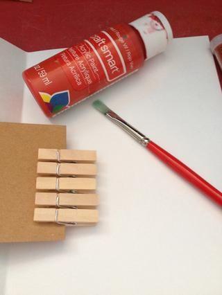 Escoja su primer color y la pintura de una ropa pin para probar cómo pegajosa que la pintura esté etc.