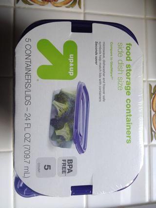 Encontré estos contenedores de almacenamiento de alimentos en un paquete de 5 por $ 2,19 (menos de 50 centavos cada uno). Asegúrese de comprar una especie con tapas herméticas.
