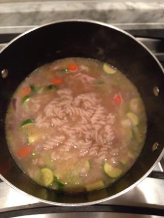 TA-DA! ¡Sopa de fideos con pollo! Dejar cocer durante unos minutos más y luego sirva para arriba! ¡Estaba delicioso!