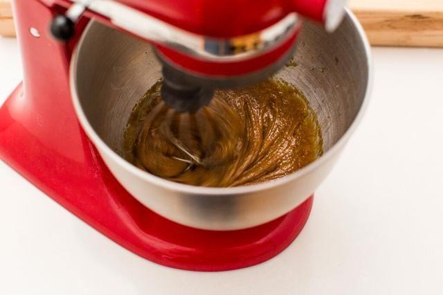 Batir la mezcla de nuevo durante 2 minutos o hasta que esté cremosa y suave.