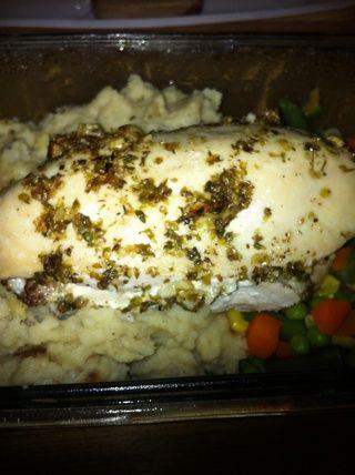 ¡DISFRUTAR! Hice mi pollo junto con el ajo y puré de cebolla patatas y verduras variadas, pero va bien con casi cualquier cosa. ¡Yum Yum!