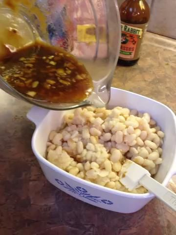 Agregue la salsa y revuelva suavemente.