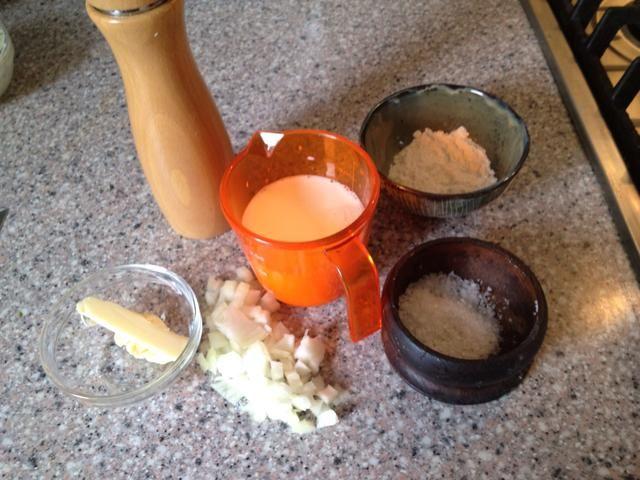 Siguiente salsa es también una base de bechamel con un toque.