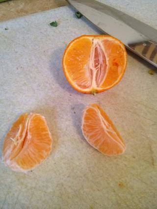 Pelar las mandarinas. Cualquier cítricos funcionará. Naranjas, toronjas, pomelos, etc.