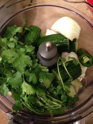 El tiro en todas las verduras y las hierbas menos las limas y aguacate.