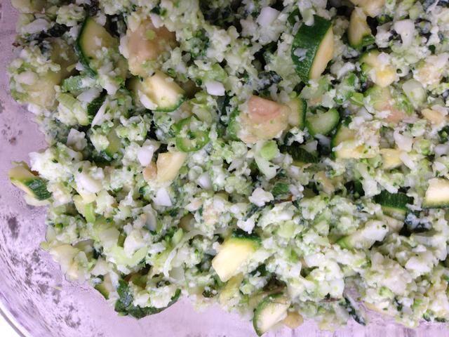 Detalles. Si u aumentan las proporciones vegetales que tendría una especie de cálidas vegetales verdes. Puede agregar aderezo de vinagreta y hará una gran ensalada