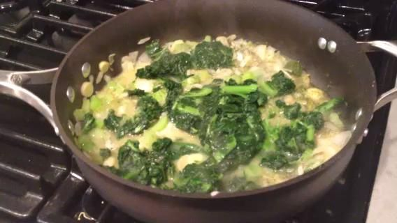 Video 1 - empezar a añadir las verduras congeladas para los frescos.