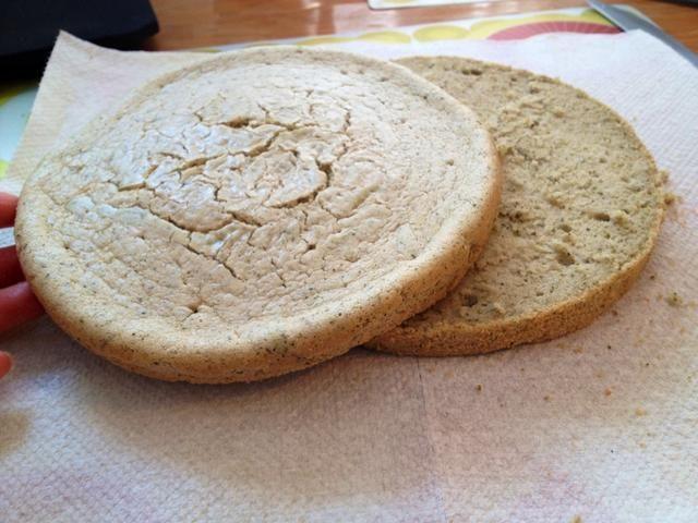 Cortar el pastel en dos piezas