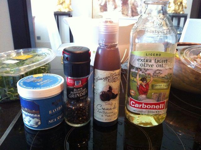 Aquí está mi aderezo para ensaladas ..capsicum tiene un sabor distintivo tan sólo un simple sal marina reducción de balsámico y aceite de oliva