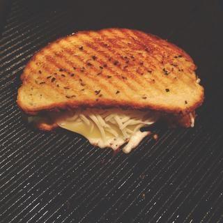 poner el pan en la parte superior.