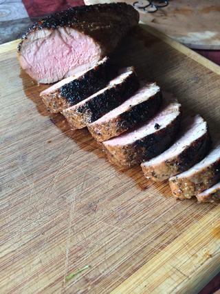 Parece tan maldito delicioso. Servir con unas patatas y algún tipo de vegetal verde. El lomo de cerdo es tan tierno y jugoso. ??????