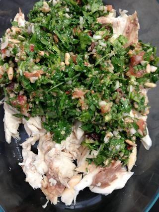 Mezclar con el gusto sin cocer. Y en un plato de servicio que puede B utilizados en el horno o en el microondas, reconstituir la forma de los peces. El calor durante 2 minutos en el microondas y servir caliente.