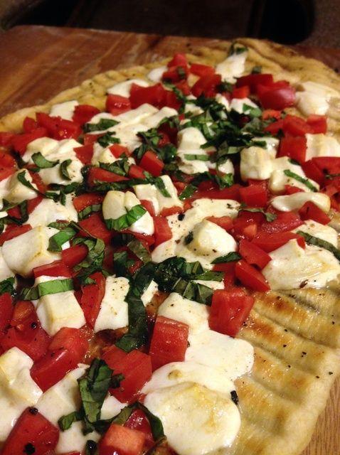 Cómo hacer a la parrilla de leña Pizza Margherita Receta