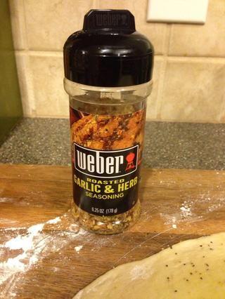 Alerta sabor extra! Me gusta hacer mis propios condimentos, pero éste es el diggity bomba - grande para masa de pizza.
