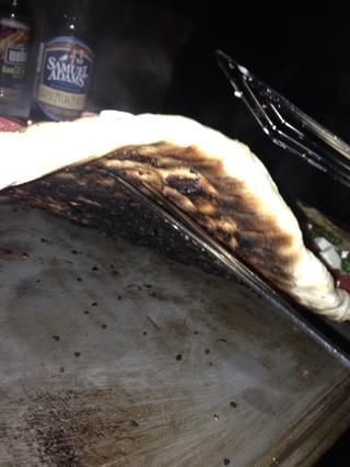 El calor era un poco demasiado alto, pero nosotros're still OK. Plus, we like a crisp exterior on our crust. Switching to plan B.