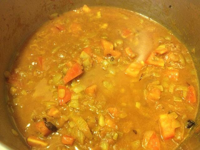Añadir aproximadamente 1 / 2C agua, tapar y dejar cocer hasta que se reduzca.