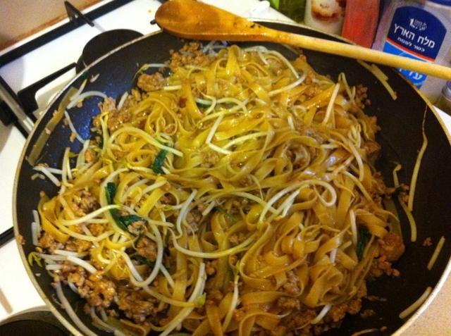 Agregue la salsa teriyaki y revuelva bien. (añadir sal y pimienta si es necesario)
