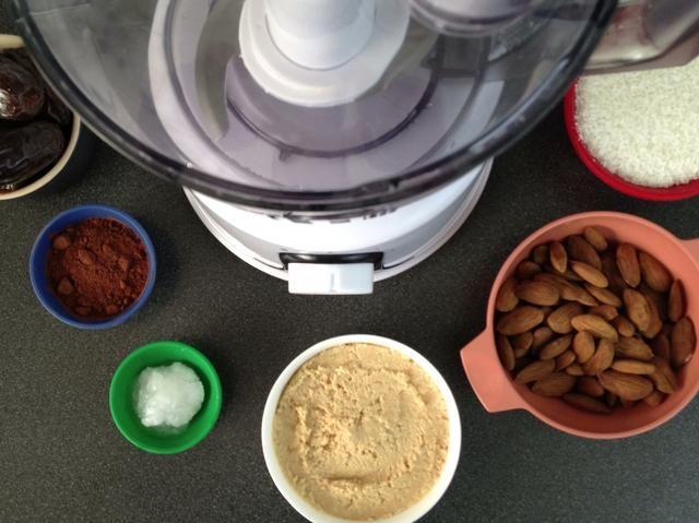 Operador suave. Listo. Conjunto. Dejar's make some crazy tasty cocoa date truffles!