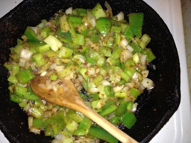Verduras reblandecidas listo para añadir a olla