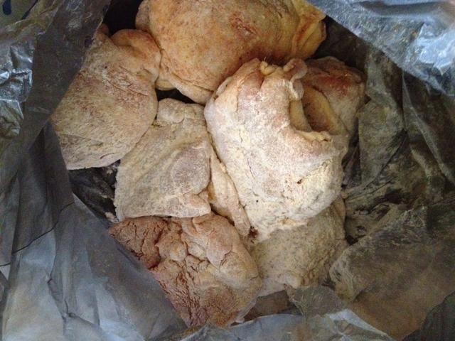 Después de pollo condimento agregar a la bolsa y agite con 1 taza de harina