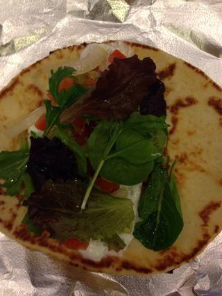 Siguiente añadir su mezcla de tomate y algunas verduras de primavera opcionales!