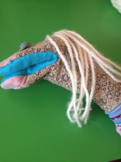 Cómo hacer de pelo para su Marioneta del calcetín