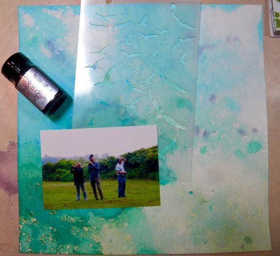 Elegí uno de los fondos azules y verdes para hacer un diseño de libro de recuerdos usando una foto de mis hermanos. Quería añadir aves a la