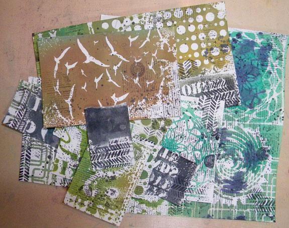 Y aquí están todos mis papeles sobrantes estampados! ¿Adivina que? Hice algunas tarjetas !!