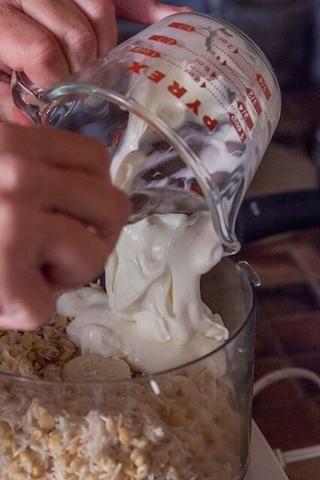 Mezclar con 1/2 taza de yogur ... y luego mezclar en las especias de la taza.