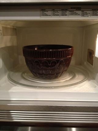 Cocinar 2 minutos a media potencia en el microondas, revolviendo frecuentemente hasta que la mezcla espese. No permita que la mezcla hierva.