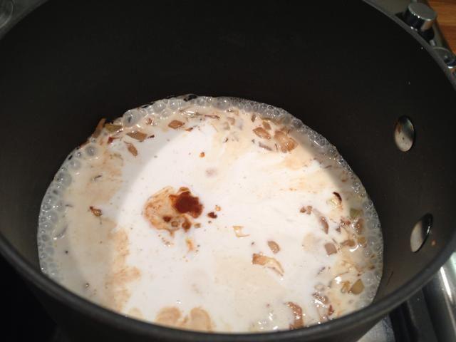 Añadir la salsa de soja 2 cucharaditas y aproximadamente 1/4 cucharadita de chile en polvo